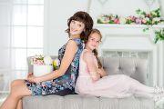 Фотосессия мамы с дочкой в фотостудии