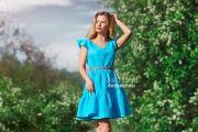 Фотосессия модели в цветущей черемухе в Кирове