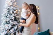 Семейная фотосессия в новогодней фотостудии в Кирове