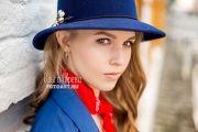 Фотосессия девушки на улицах города Кирова