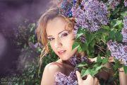 Фотосессия в цветущей сирени