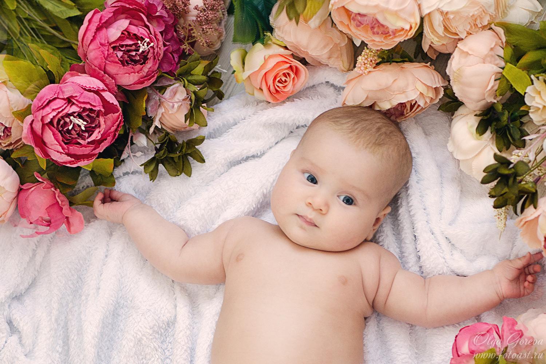 открытки с малышами в цветах выпуск стартовал