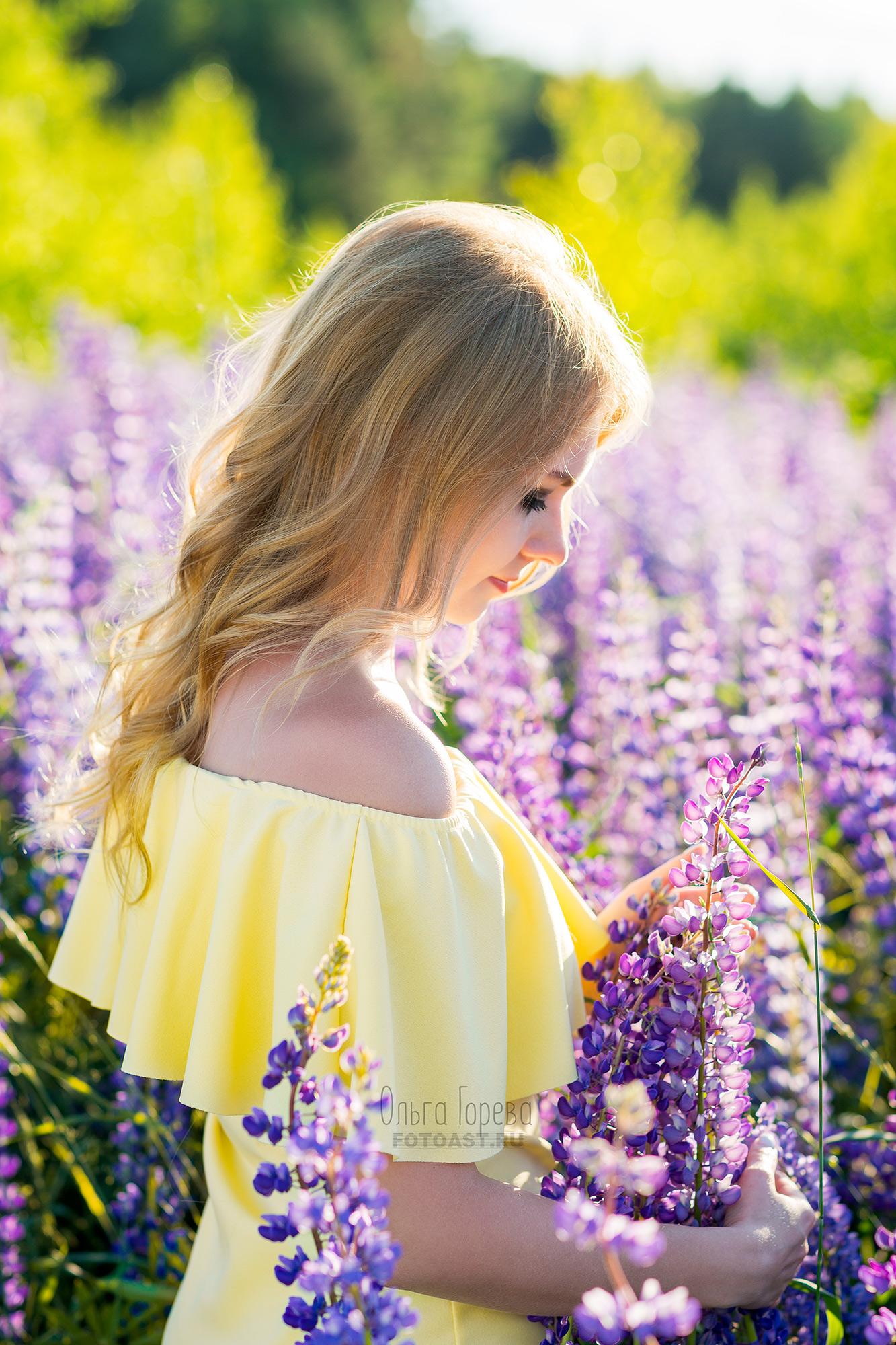 Позы для фотосессии в полевых цветах