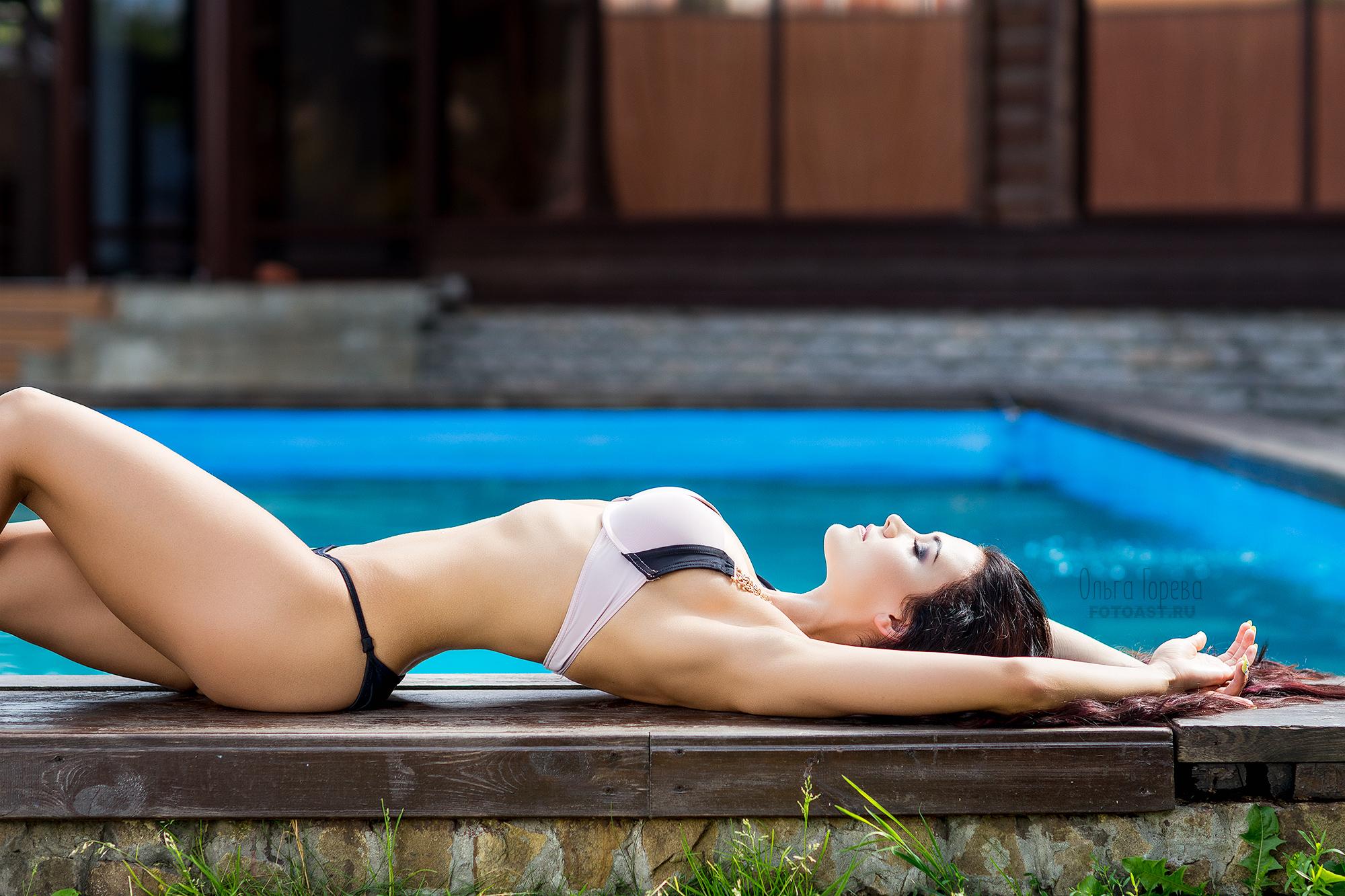 Фотосессия возле бассейна красивая брюнетка видео, русское порно онлайн с проститутками скрытые камеры