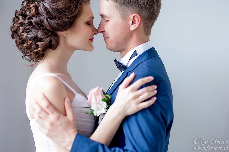 Одноярусный свадебный торт из двух сердец фото очень красивая